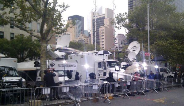 Press outside the UN